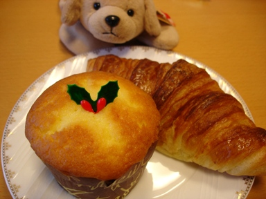 cake_muffin__croissant_051210__bread_of_antendo_and_gon_001